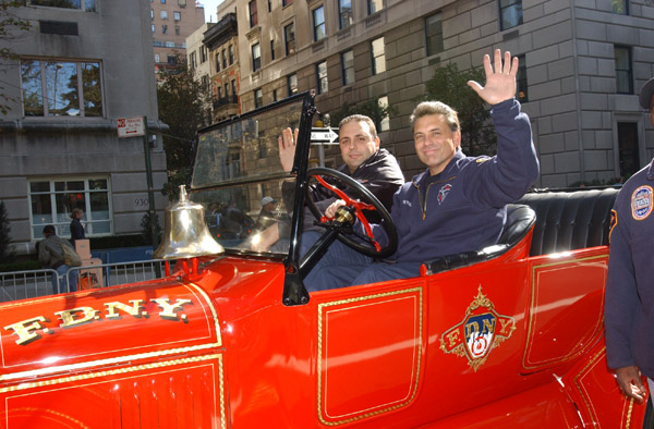 2004-10-11_Columbus_Day_Parade_Smith_144.jpg